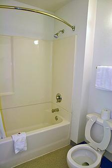 Motel 6 Chicago Ohare - Schiller Park - Schiller Park - Bathroom