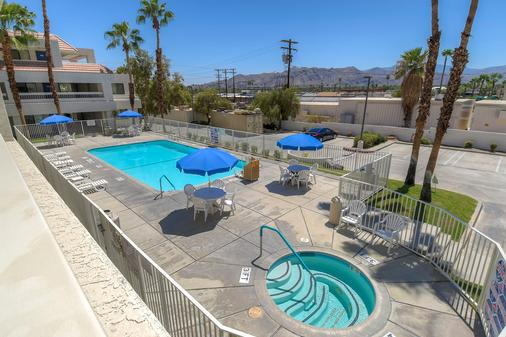 Motel 6 Palm Springs Downtown - Palm Springs - Uima-allas