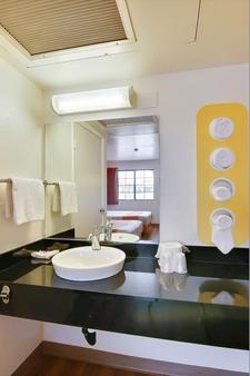 Motel 6 Lompoc - Lompoc - Bathroom