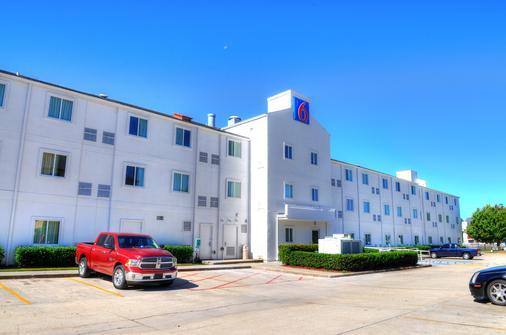 Motel 6 New Orleans La - New Orleans - Building