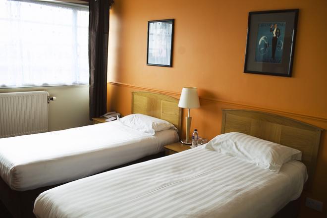 OYO Northern Hotel - Aberdeen - Bedroom