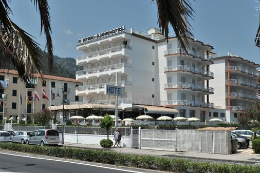 彼得拉二月神酒店 - 馬約理 - 馬奧萊 - 建築