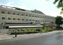 Islamabad Hotel - Islamabad - Edificio