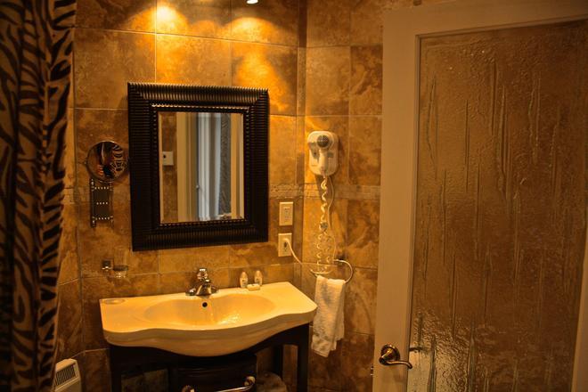 Hotel Kutuma - Montreal - Baño