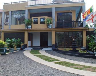 OYO 362 Ocean Dreams Hotel - Ahangama - Building