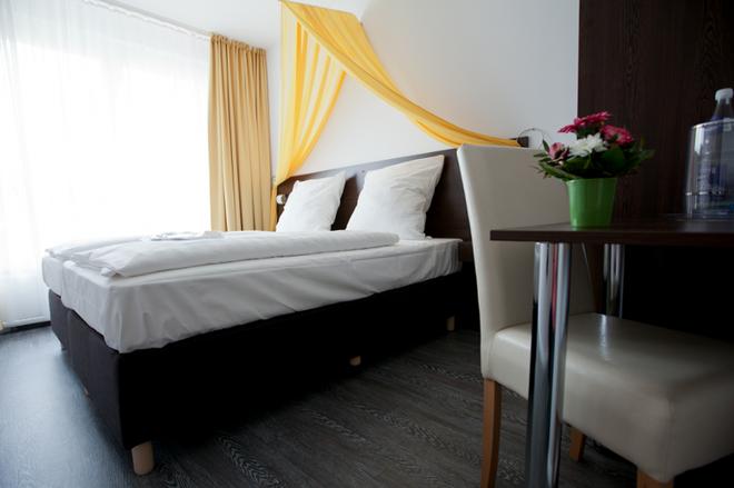 Hotel Kiez Pension Berlin - Berliini - Makuuhuone