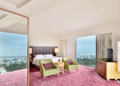 Courtyard by Marriott Hyderabad - Hyderabad - Bedroom