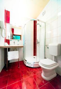 Hotel Aquarius - Dubrovnik - Bathroom