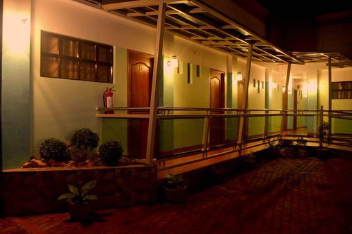 Julieta's Pension House - Puerto Princesa - Näkymät ulkona