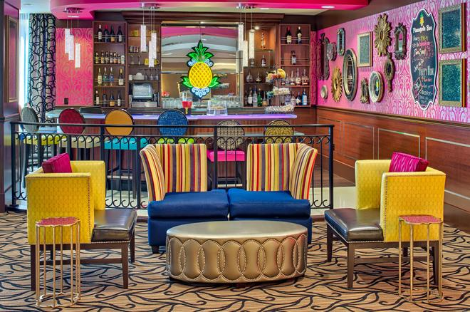 Staypineapple at The Maxwell Hotel - Seattle - Bar