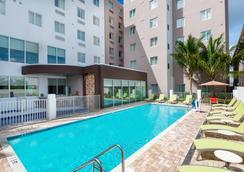 Staybridge Suites Miami International Airport - Miami - Bể bơi