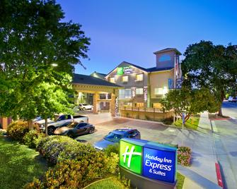 Holiday Inn Express & Suites Paso Robles - Paso Robles - Building