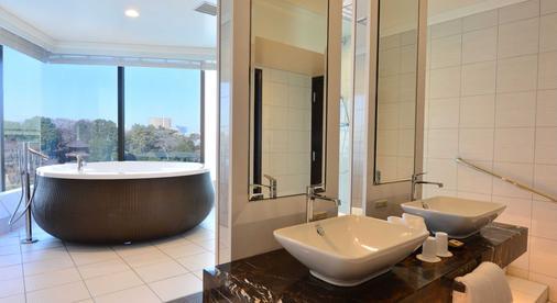 Hotel Chinzanso Tokyo - Tokyo - Bathroom