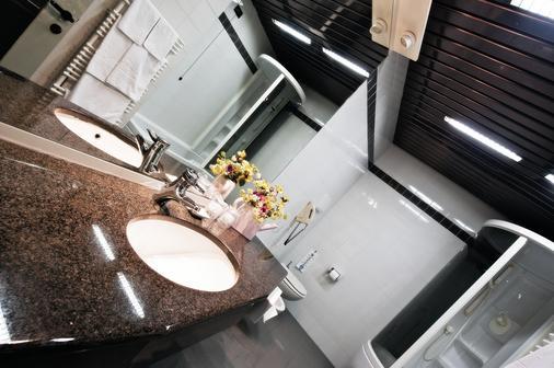 Hotel Michelangelo - Biella - Bathroom