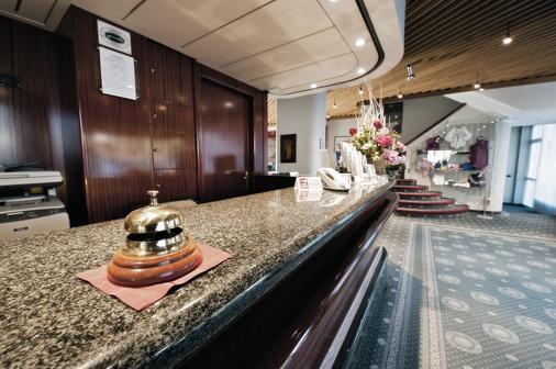 Hotel Michelangelo - Biella - Front desk