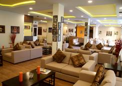 Weekend Hotel & Apartments - Muscat - Lounge