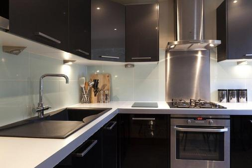 Vancouver Studios - London - Kitchen