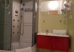 Happy Hotel Arbat District Moscow - Moscow - Bathroom
