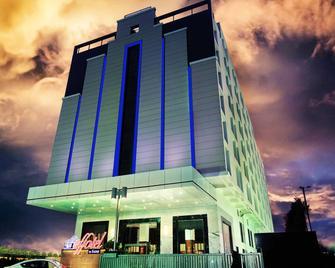 Effotel Hotel Indore - Indore - Building