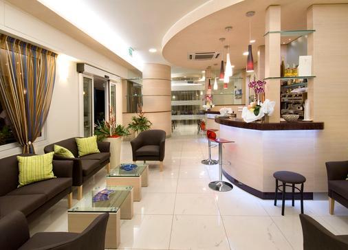 阿迪格拉特飯店 - 里喬內 - 櫃檯
