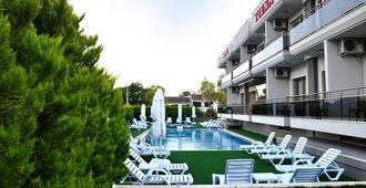 Suena Hotel - Çeşme - Building