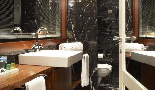 U232 Hotel - Barcelona - Kylpyhuone