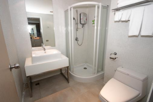 Miracle Transit Hotel - Bangkok - Bathroom