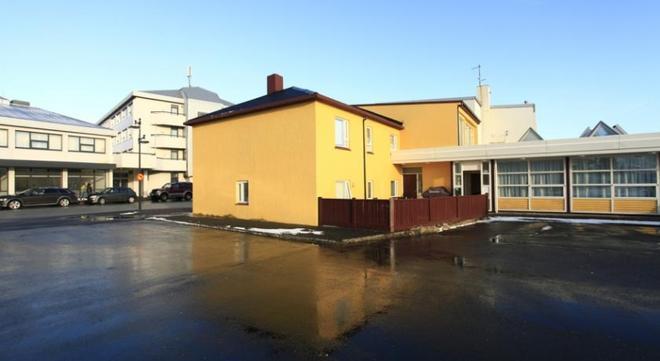 Bgb Guesthouse - Keflavik - Building