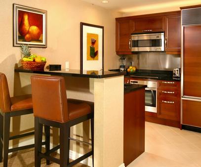 Luxury Suites International at Vdara - Las Vegas - Kitchen