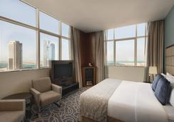 Ramada by Wyndham Abu Dhabi Corniche - Abu Dhabi - Bedroom