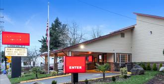 Evergreen Inn & Suites Portland - Portland - Building