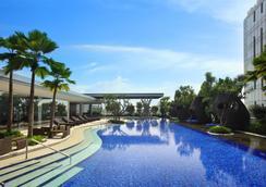 Hilton Bandung - Бандунг - Бассейн