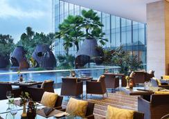 Hilton Bandung - Бандунг - Ресторан