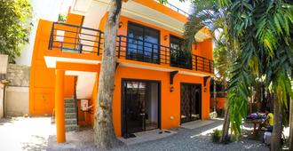 Chill Out Hostel - Boracay - Toà nhà