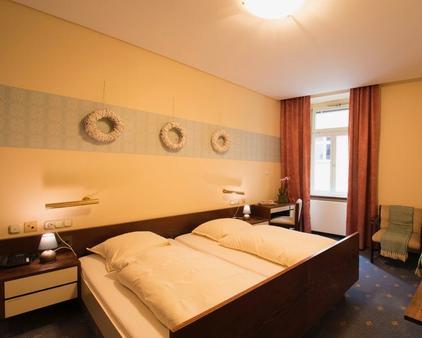 Vintagehotel Twenty-Eight - Bad Bertrich - Bedroom