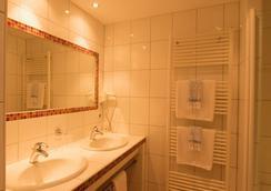 Vintagehotel Twenty-Eight - Bad Bertrich - Bathroom