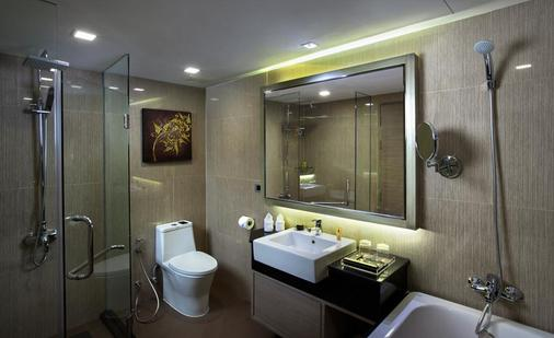 Grand Swiss Sukhumvit 11 by Compass Hospitality - Bangkok - Bathroom