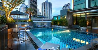 Grand Swiss Sukhumvit 11 by Compass Hospitality - Banguecoque - Piscina