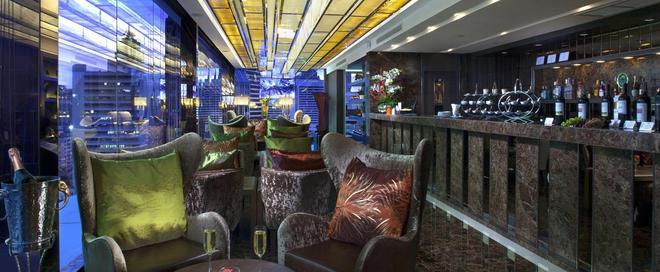 Grand Swiss Sukhumvit 11 by Compass Hospitality - Μπανγκόκ - Bar