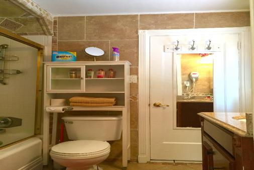 Villa Sinclair Beach Suites And Spa - Hollywood - Bathroom