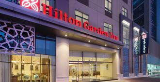 Hilton Garden Inn Dubai Al Muraqabat - Dubai - Edifício