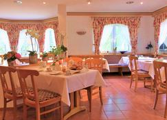 Landhaus Müritzgarten Hotel garni - Рёбель - Ресторан