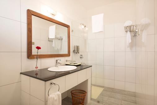 Lotos Inn & Suites, Nairobi - Nairobi - Bathroom