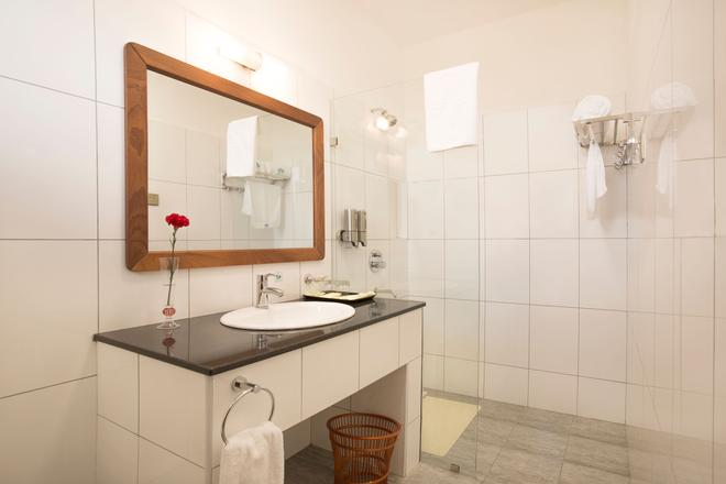 Lotos Inn & Suites, Nairobi - Nairobi - Bathroom