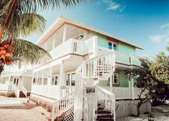 Embrace Resort - Staniel Cay - Building