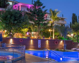 Koukounaria Hotel & Suites - Zakynthos - Pool