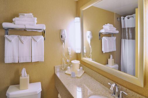 Comfort Inn Near Ft. Bragg - Fayetteville - Bathroom