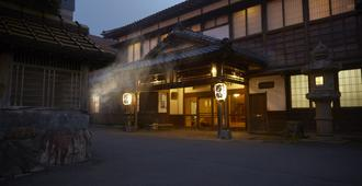 Wakamatsu Hot Spring Resort - האקונדאטה