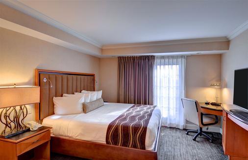 Eden Resort & Suites - Lancaster - Bedroom