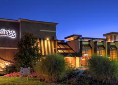 Eden Resort & Suites - Lancaster - Building